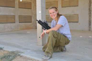 IDF Shooting Instructor Sarit Peterson.  idfblog.com