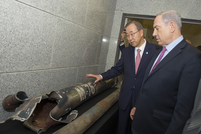 Secretary-General Ban Ki-moon (left) inspects recovered explosives with Israeli Prime Minister Benjamin Netanyahu. July 22, 2014. Photo: United Nations.
